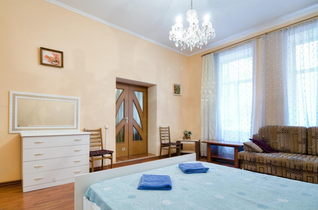 Gastenkamer One Bedroom Apartment on  St. Teodora sqr.  3