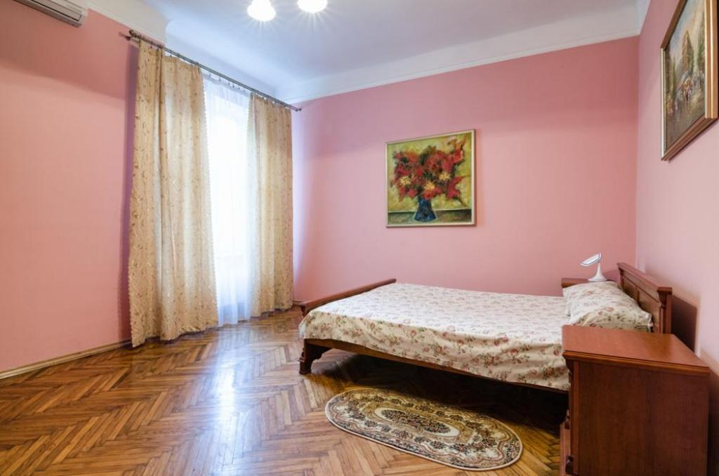 Two Bedrooms Apartment on    Nalyvayka  12