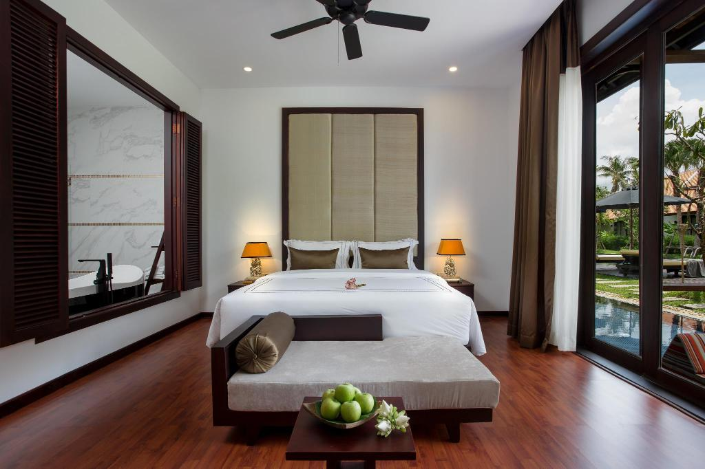 Classic Double Room with Balcony - Bed The Embassy Angkor Resort and Spa