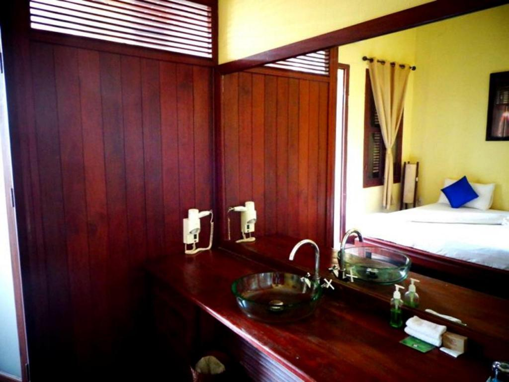 Bathroom Inthira Thakhek