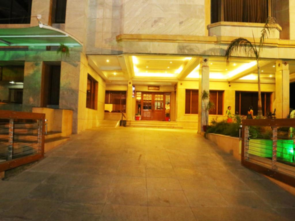 Hotel building Darling Residency Vellore