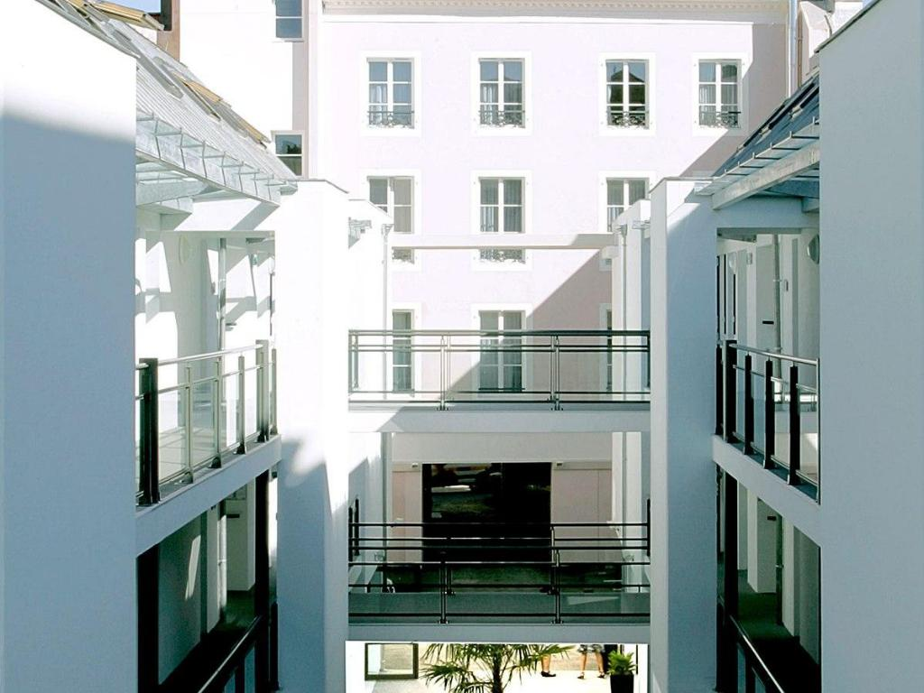 best price on appart 39 city pau hyper centre in pau reviews. Black Bedroom Furniture Sets. Home Design Ideas
