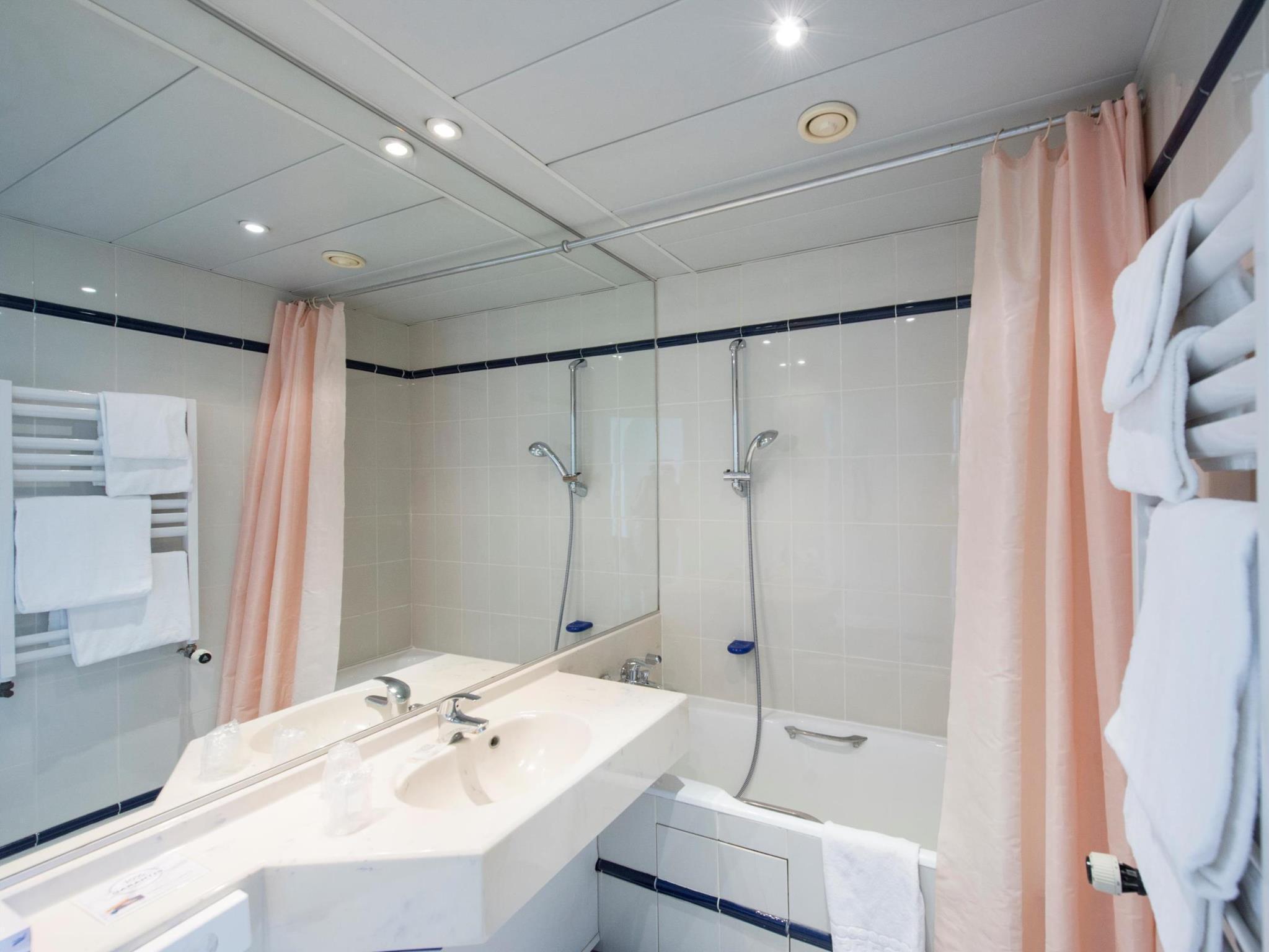 Hotel Kyriad Salle De Bain ~ h tel kyriad paris 10 gare de l est hotel kyriad paris 10 gare