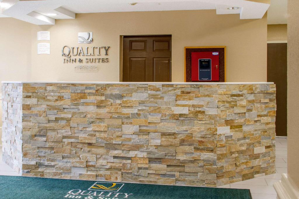 Lobby Quality Inn & Suites Maggie Valley - Cherokee Area