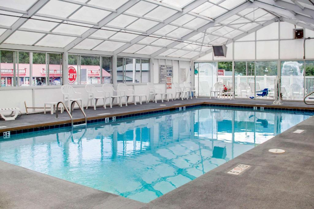Swimming pool Quality Inn & Suites Maggie Valley - Cherokee Area