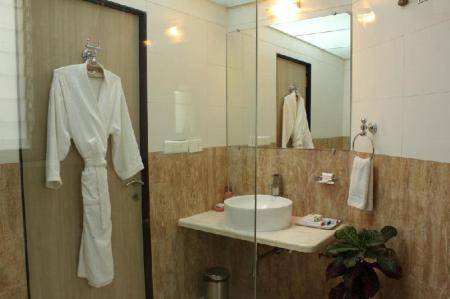Bathroom JK Rooms - Pune Railway Station Sangamvadi