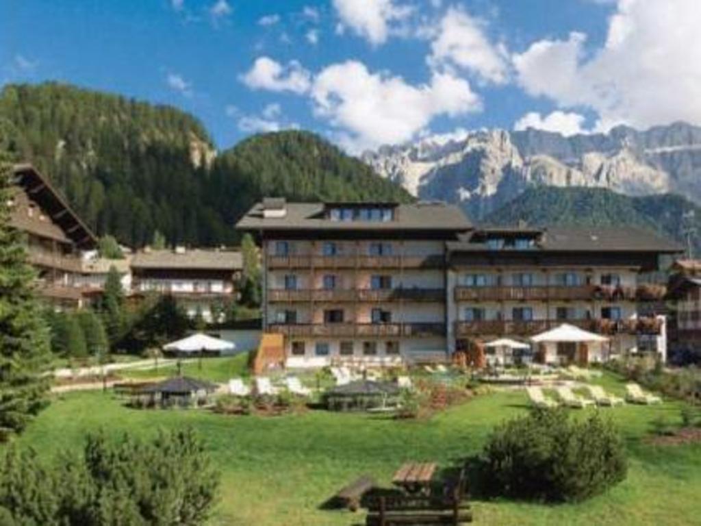Hotel antares selva di val gardena save on agoda for Design hotel val gardena