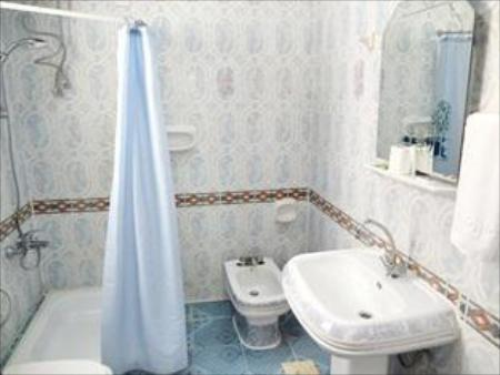 Bathroom Majan Guest House