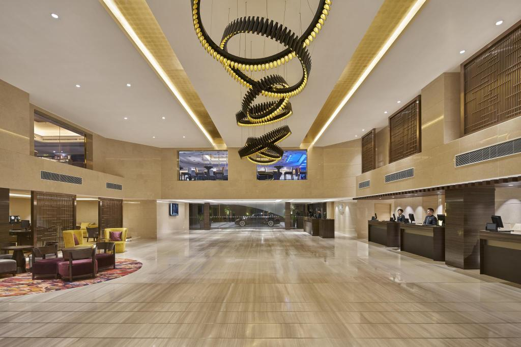 Best Price on Holiday Inn Golden Mile in Hong Kong + Reviews