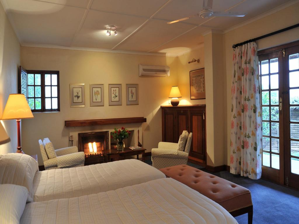 Deluxe Twin Room - Guestroom Coach House Hotel and Spa