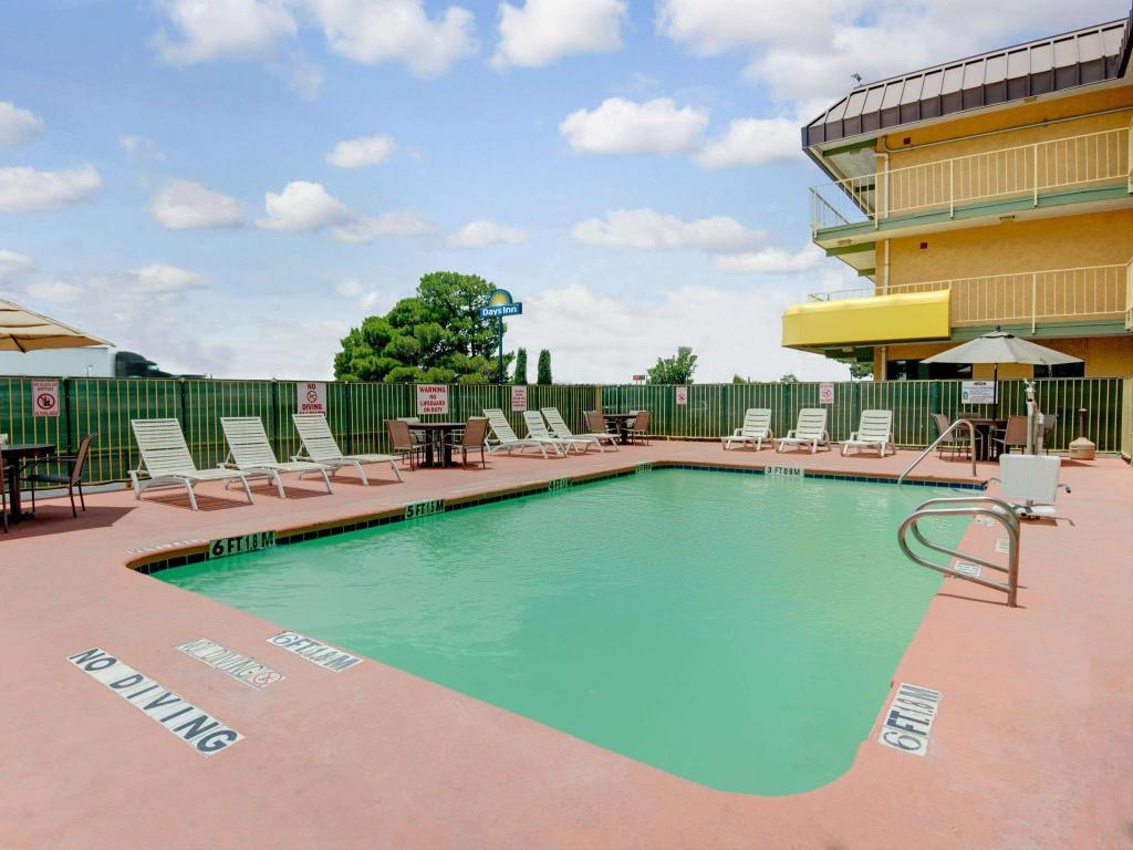 Swimming pool Days Inn by Wyndham El Paso Airport East