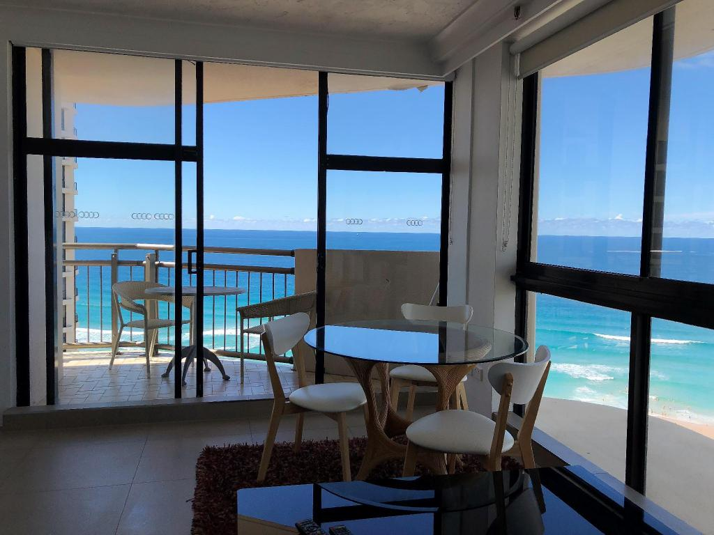 Studio Ocean View - Guestroom Beachcomber Resort Surfers Paradise