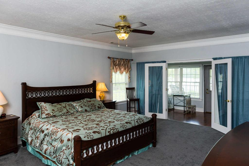 1 King Bed and Balcony - No Smoking, Lakeview - Guestroom The Ridges Resort and Marina, an Ascend Hotel Collection Member