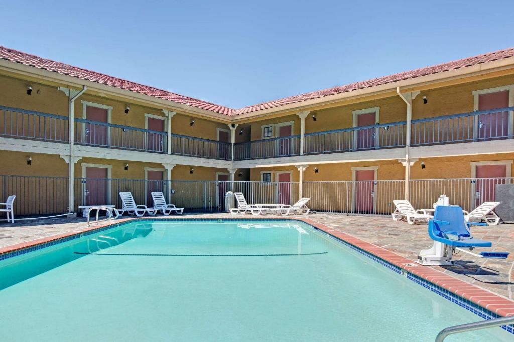 Best Price On Days Inn By Wyndham San Jose Convention Center In San Jose Ca Reviews