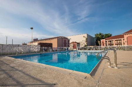 Red roof inn virginia beach norfolk airport in virginia - Hotels with swimming pools in norfolk ...
