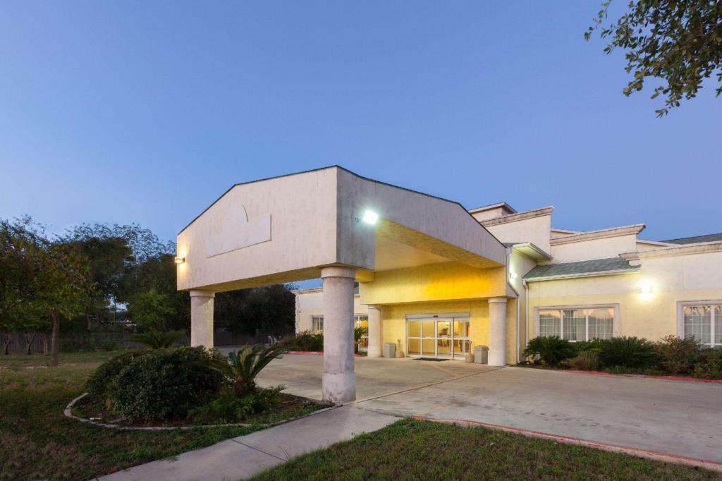 Days Inn By Wyndham San Antonio At Palo Alto In San