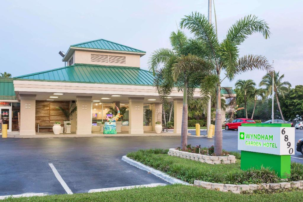 Wyndham Garden Fort Myers Beach In Fort Myers Fl Room Deals Photos Reviews