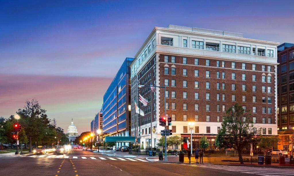 Hotels Washington Dc >> Phoenix Park Hotel In Washington D C Room Deals Photos