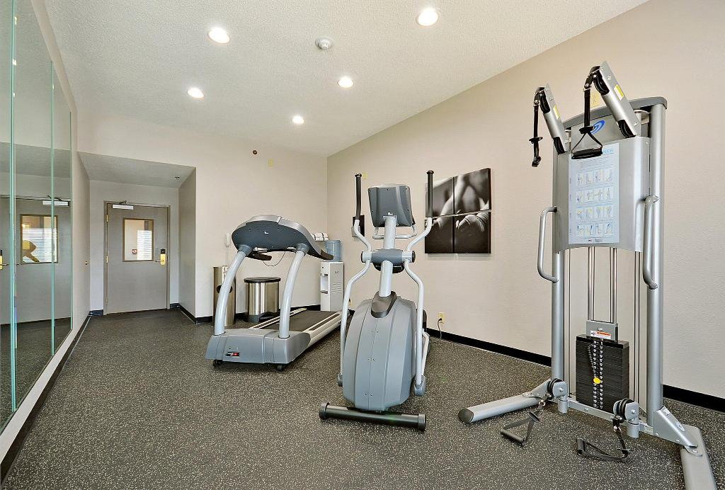 Fitnesa centrs Country Inn and Suites By Carlson North Charleston