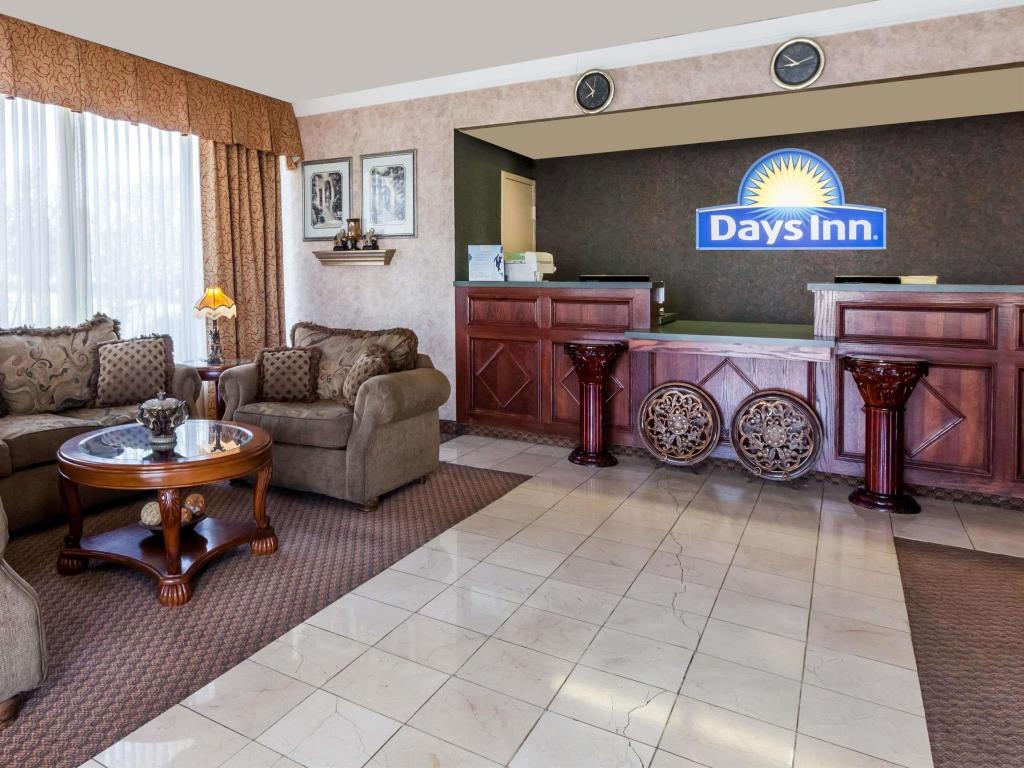 Lobi Days Inn by Wyndham Hillsboro TX