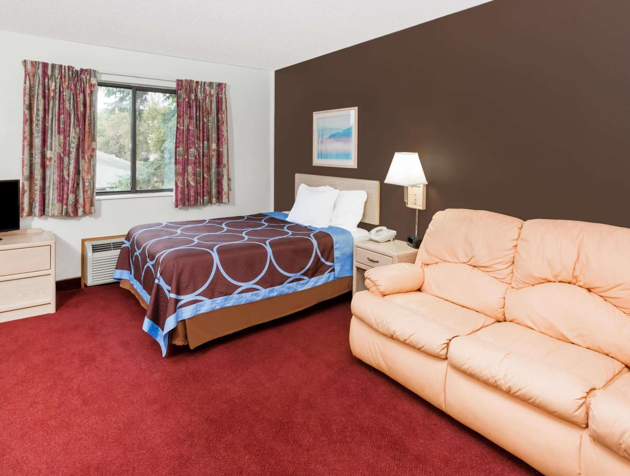 Suite, 1 Queen Bed, Refrigerator