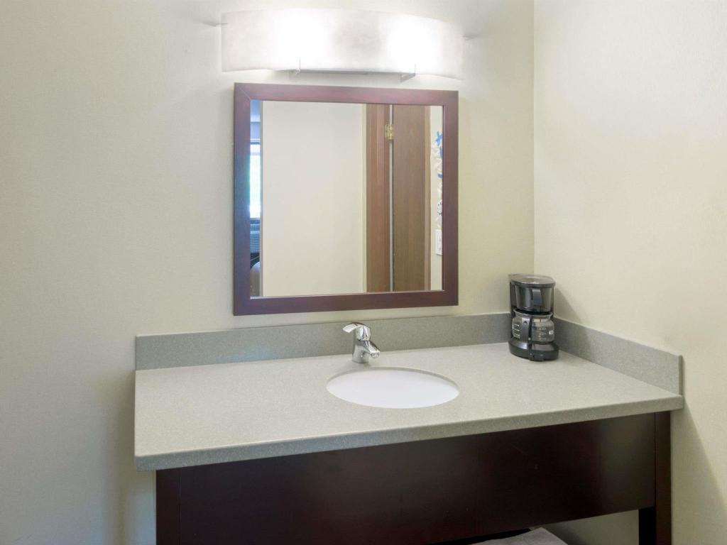 Kamar Mandi Super 8 By Wyndham White River Junction