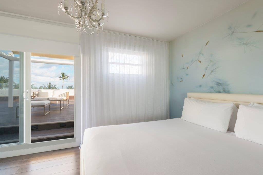 חדר עם חזית לאוקיינוס, מיטת קינג וטרסה  (Ocean Front Room King Bed with Terrace )