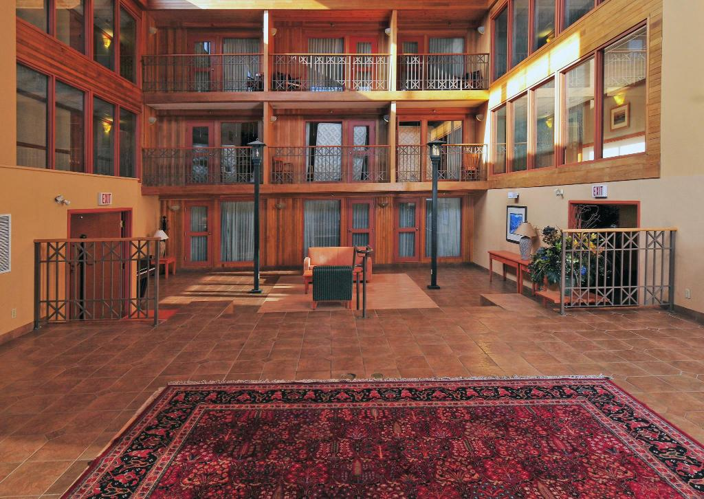 Interior view Banff Ptarmigan Inn