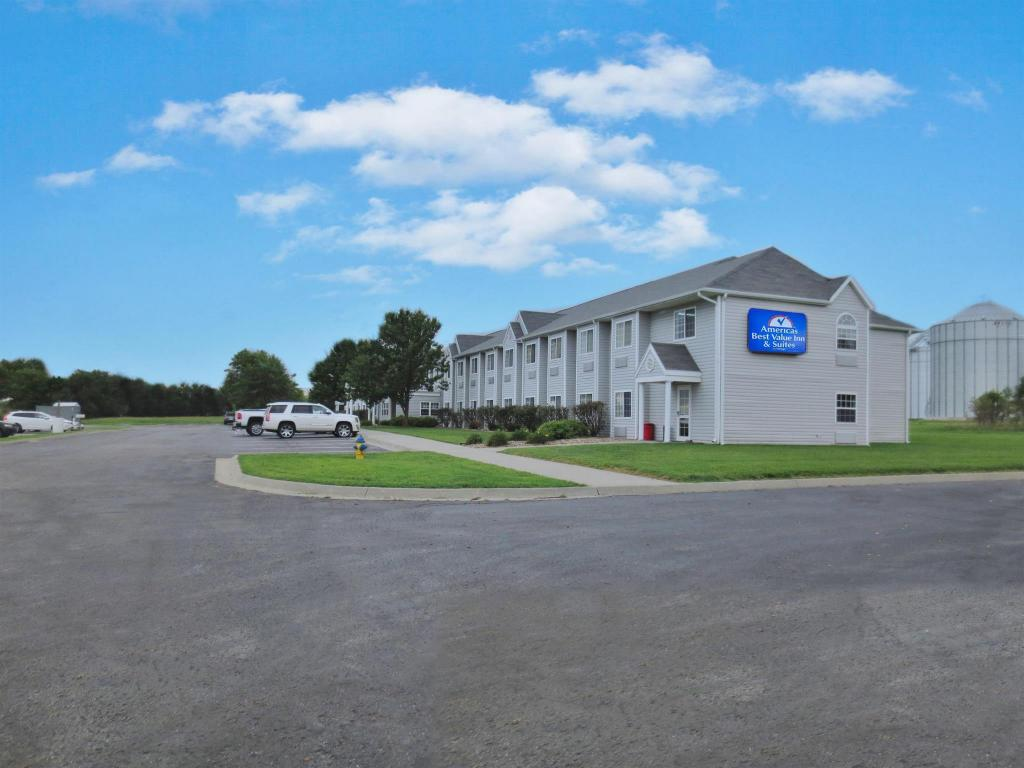 Americas Best Value Inn & Suites - Maryville, MO