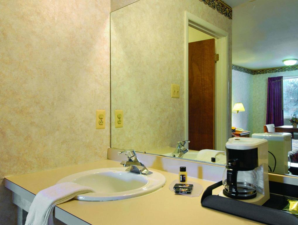 Kamar Mandi Travelodge by Wyndham Atlantic City