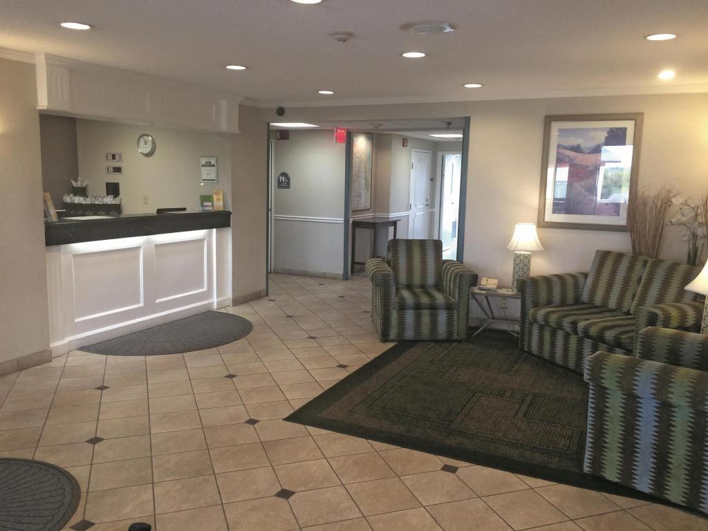 Лоби La Quinta Inn & Suites Chicago Gurnee