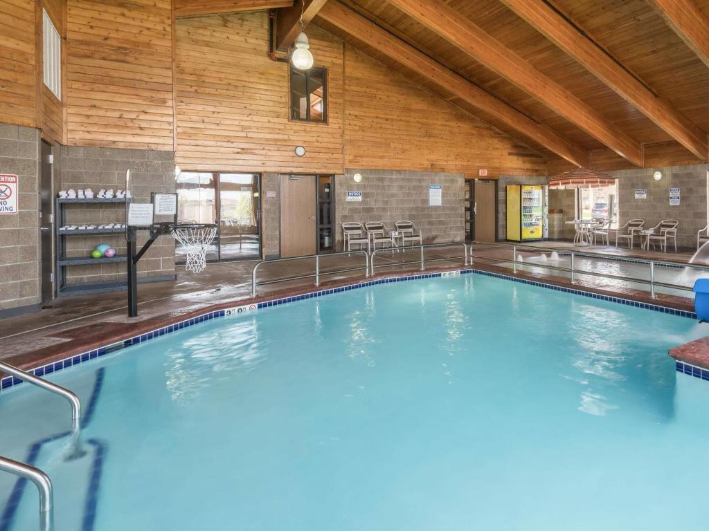 Schwimmbad AmericInn Lodge and Suites of Fargo