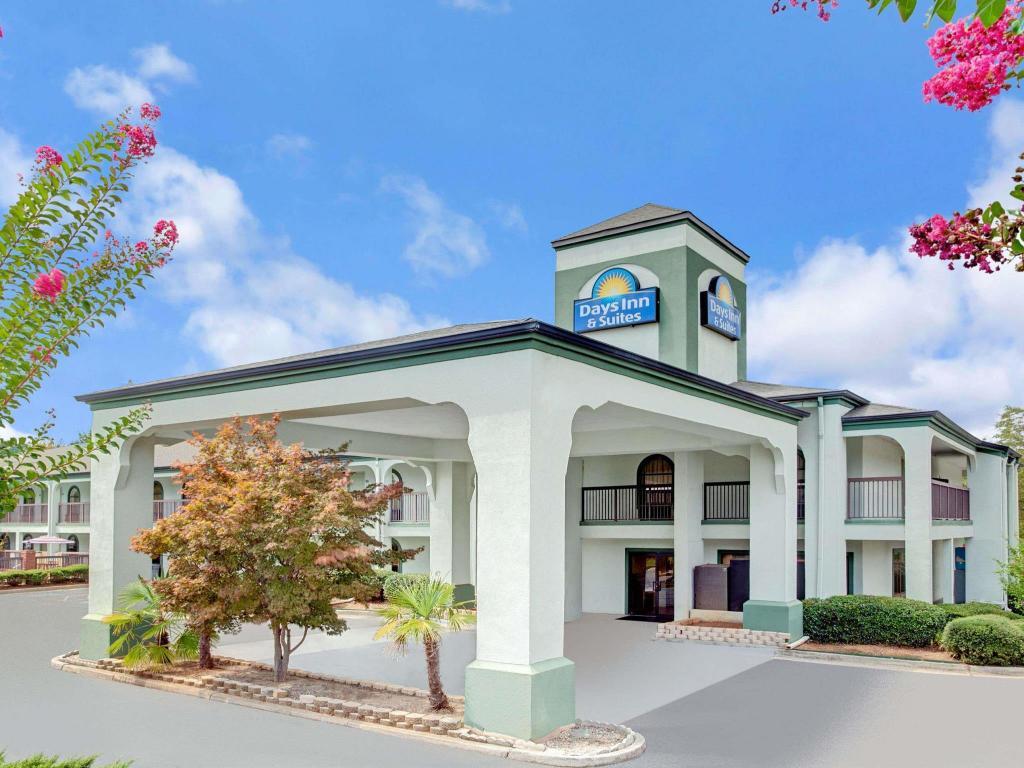 Days Inn & Suites by Wyndham Stockbridge South Atlanta
