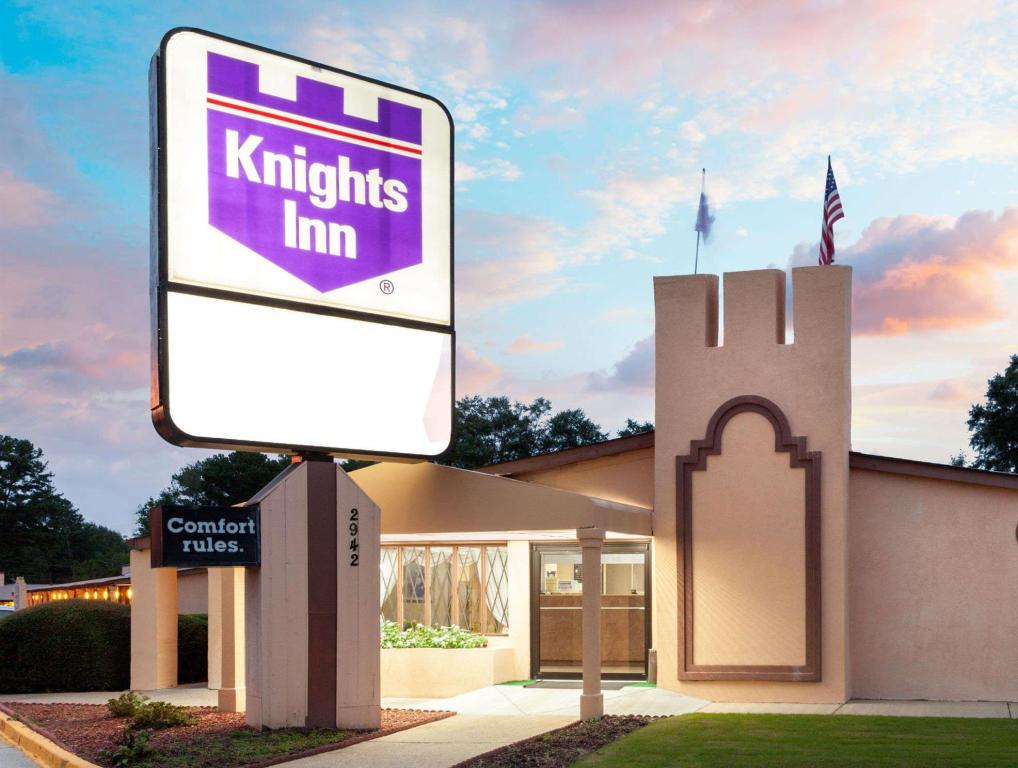 נוף חוץ Knights Inn Atlanta East