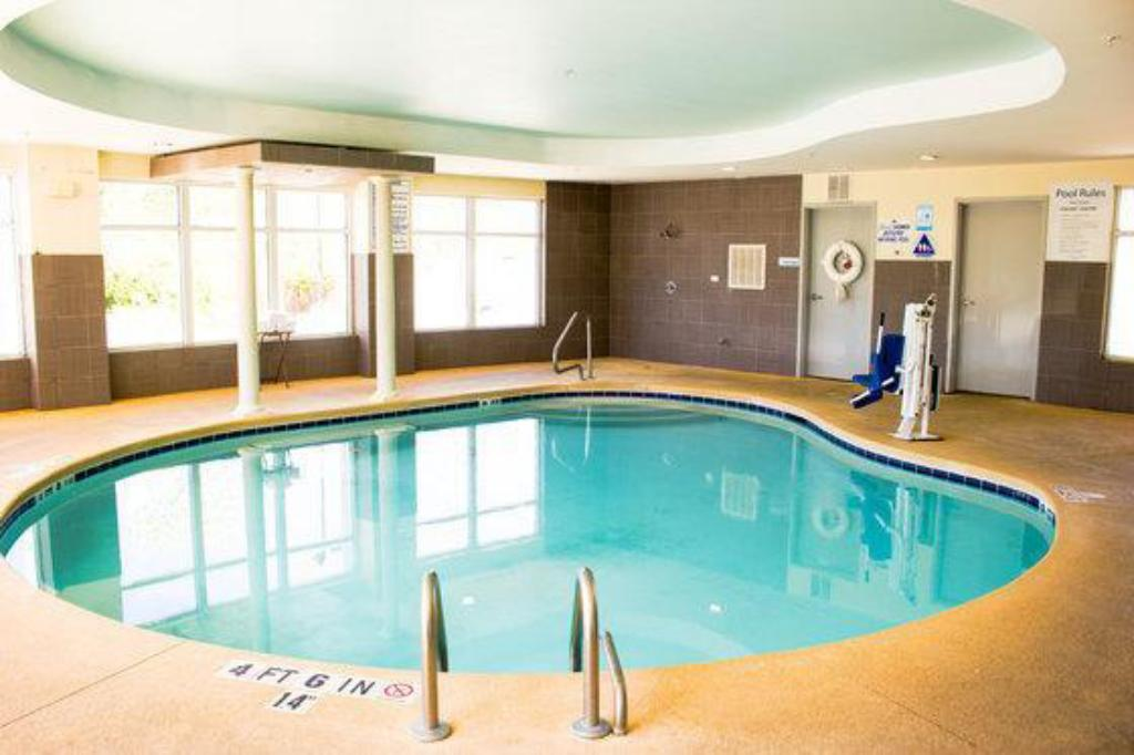 Piscina Holiday Inn Express & Suites Havelock Northwest New Bern