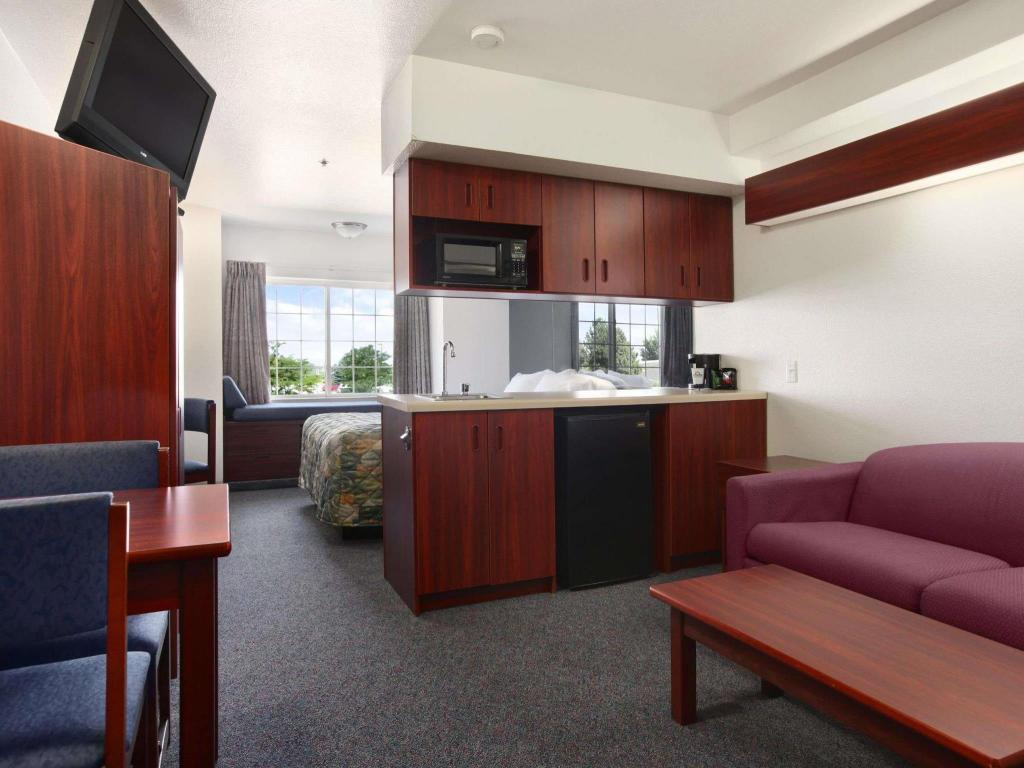 Tampilan interior Days Inn by Wyndham Greeley