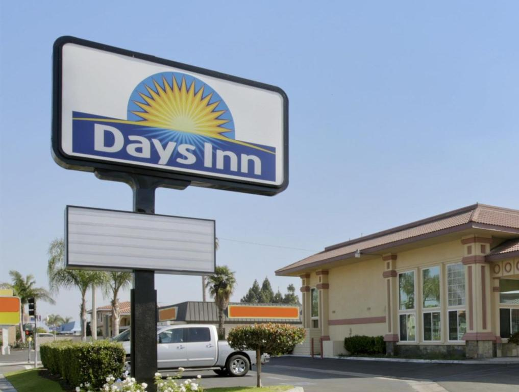 days inn by wyndham anaheim near convention center in los. Black Bedroom Furniture Sets. Home Design Ideas