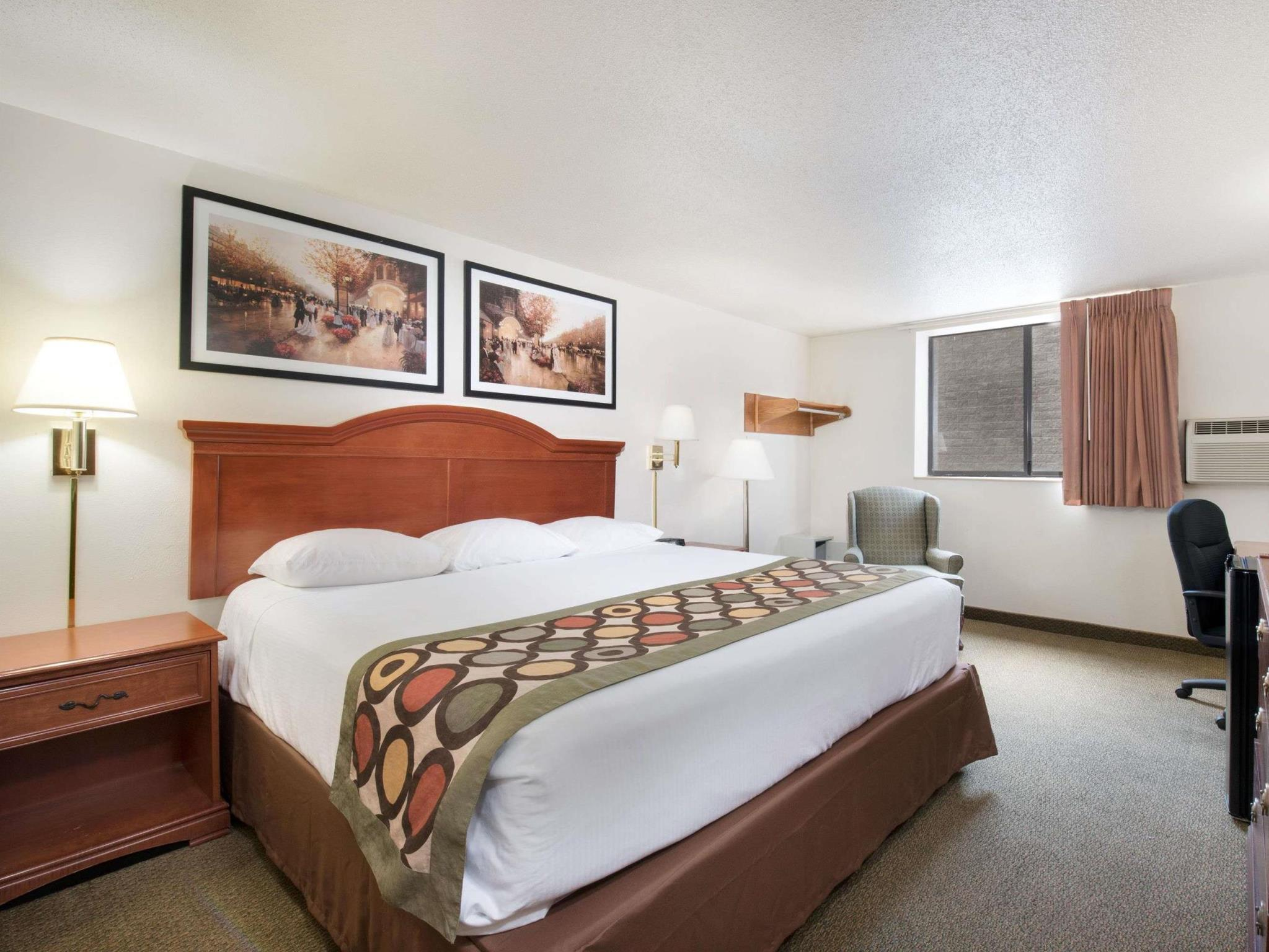 1 Queen Bed Accessible Room Non-Smoking
