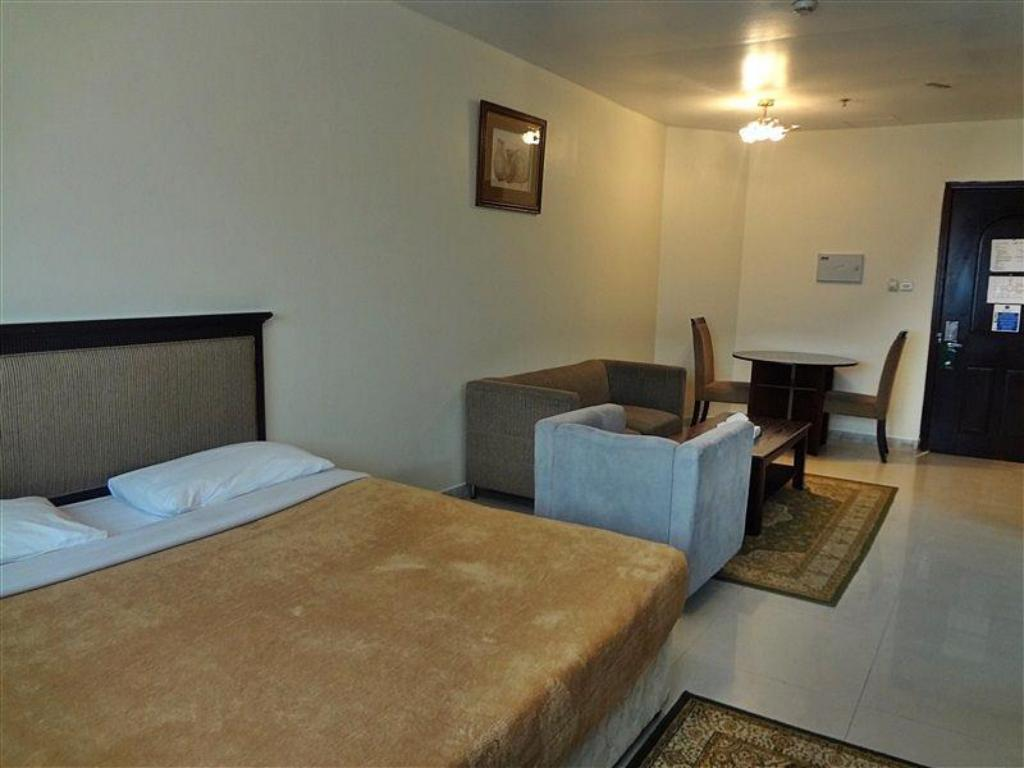 Студио Liwa Hotel Apartments