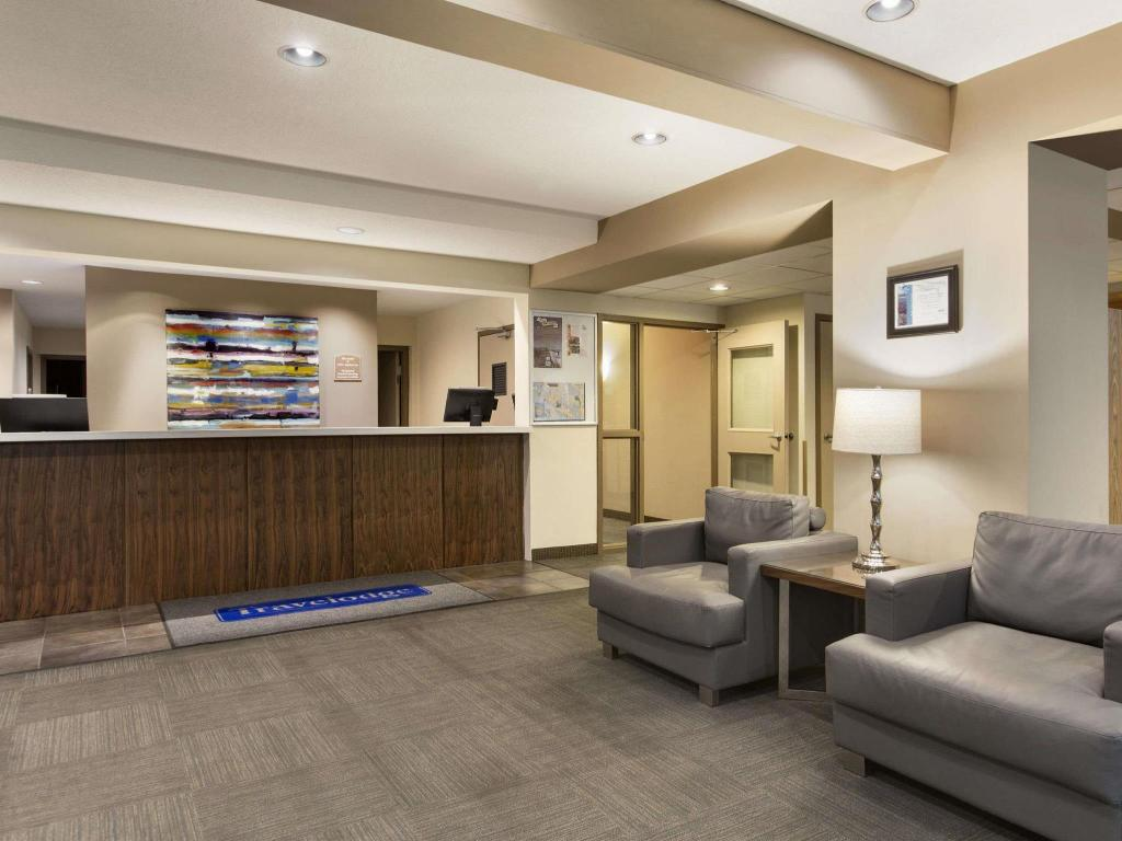 Lobby Travelodge by Wyndham Victoria Airport