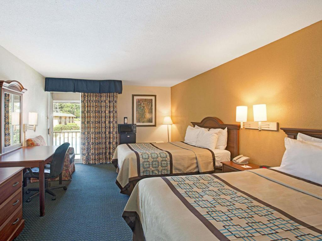 1 King Bed - Nonsmoking Room - Free Continental Breakfast, Free Wifi, Microwave, Whirlpool