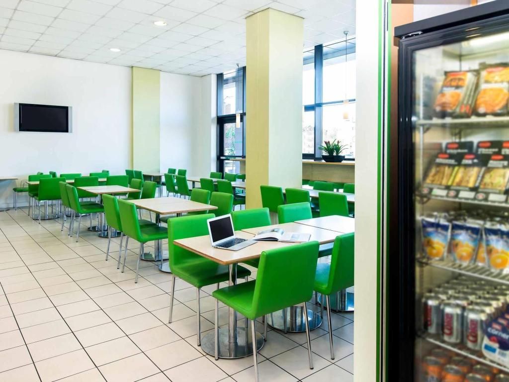 Coffee shop ibis budget Leeds Centre Crown Point Road