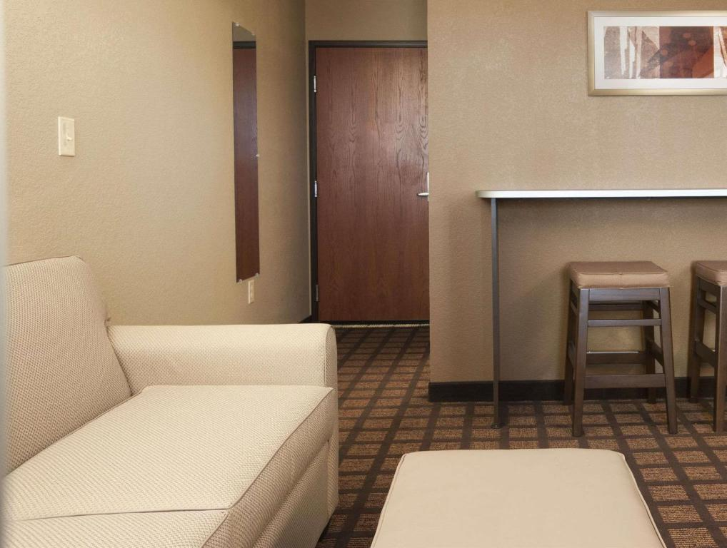 Tampilan interior Microtel Inn & Suites by Wyndham Pleasanton