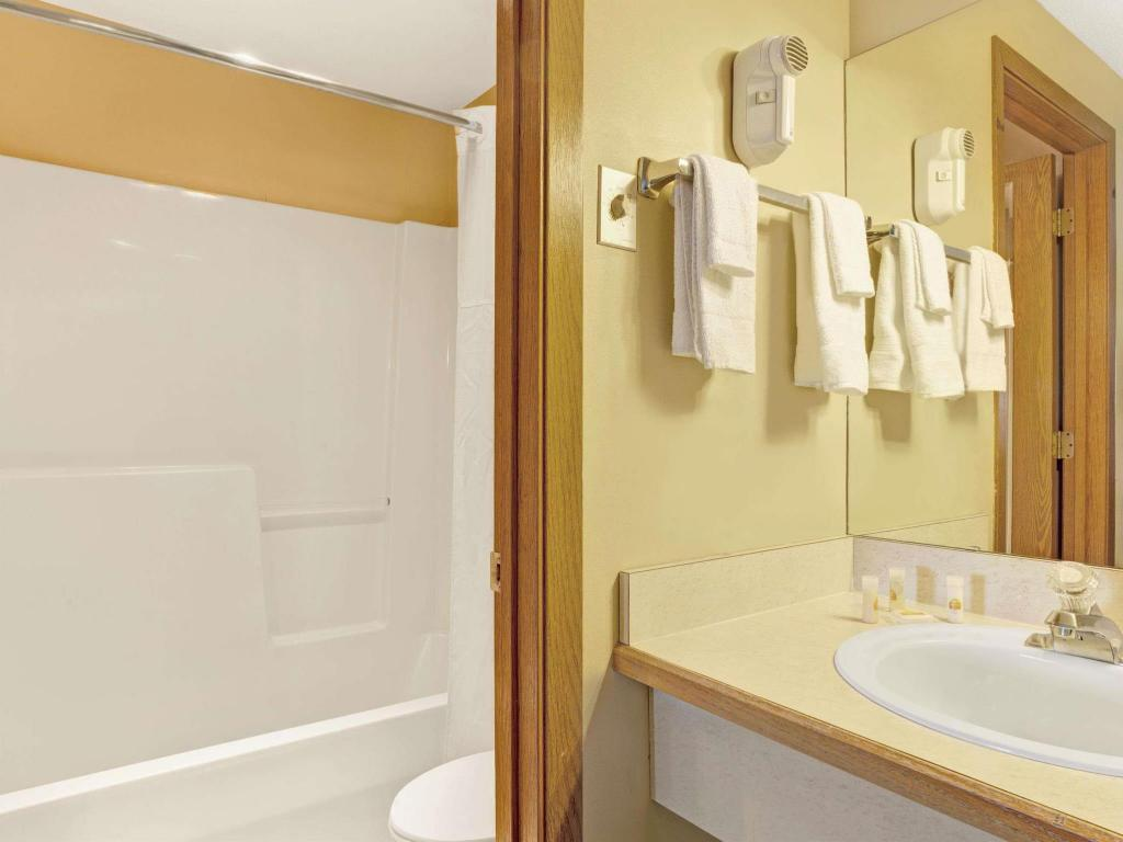 Banyo Days Inn by Wyndham Fife