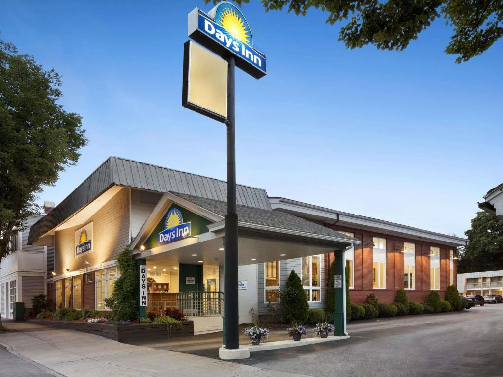 Exterior view Days Inn Dover