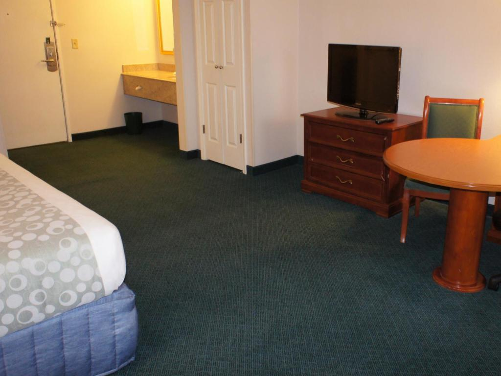 1 Double Bed - Accessible Nonsmoking Room - Free Breakfast, Free Wifi