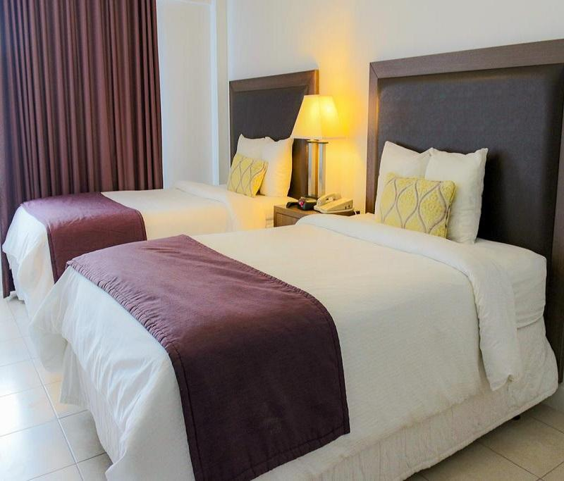 Kamar Standard Double dengan Dua Ranjang Double (Standard Double Room with Two Double Beds)
