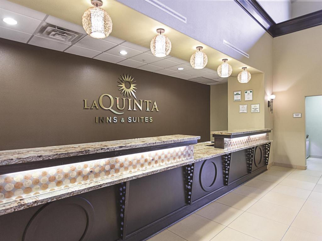 Lobby La Quinta Inn & Suites by Wyndham Houston Energy Corridor