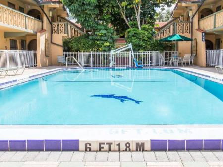 Swimming pool [outdoor] Days Inn & Suites by Wyndham Altamonte Springs