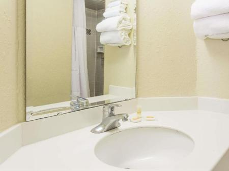 Bathroom Days Inn & Suites by Wyndham Altamonte Springs